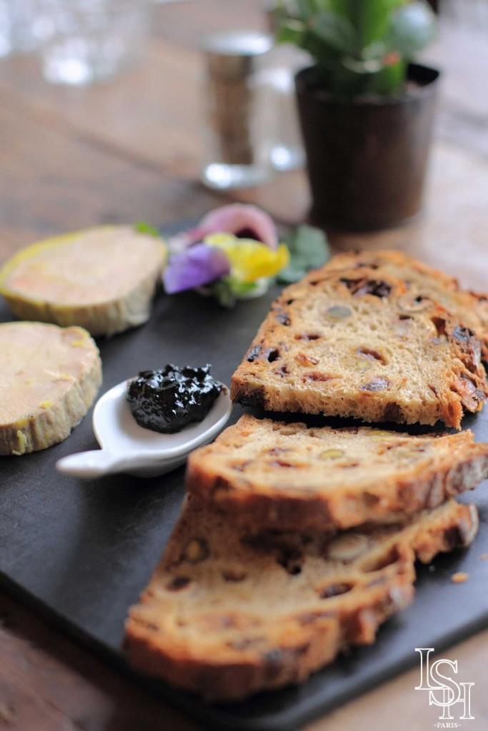 Foie-gras avec sa confiture d'ail noir